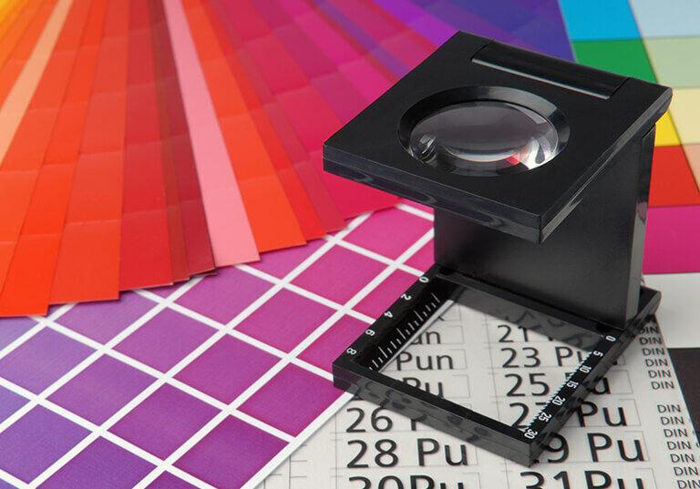 Conta-fios sobre catálogos de cor